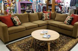 Stunning sectional couch! #ZABSSteal price: $800 #dontpayretail #zabsstealz