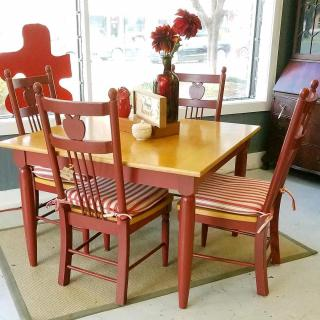 Charming 5pc kitchen table and chairs just $200! What a #zabssteal!! And yes we're open today until 6pm!
